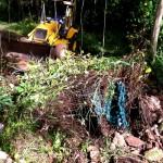 Maquinaria y escombros en Quebrada Ausubo