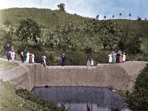 Fotografía pintada de uno de los estanques en el 1898